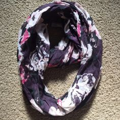 American Eagle Rose Floral Inifinity Scarf American Eagle Floral Infinity Scarf -minor fading from wash, very cute and soft and lightweight (top worn with this scarf is for sell in AE tank bundle in my closet) American Eagle Outfitters Accessories Scarves & Wraps