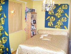 Makuuhuoneen stailaus. Pimennysverhon avulla saatiin huone pimennettyä riittävästi myös kesäkautta varten.