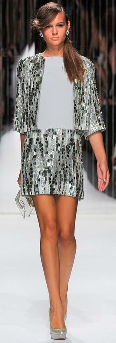 Desfile de moda, vestidos do desenhador, de Jenny Packham Primavera Verão 2013 Ready-To-Wear Collection.