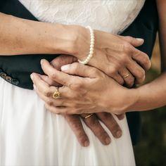 Das hier war einfach nur ein schneller Schnappschuss, bevor es an's eigentliche Fotoshooting ging. Und ich liebe solche Detailaufnahmen. Wenn ich es für stimmig empfinde, gibt es auch eine S/W-Variante dazu. #hochzeitsfotograf #hochzeitsfotografsalzburg #hochzeitsfotografie #taulightmedia #hochzeit #wedding #weddingphotographer #weddingphotography #austria #salzburg #hellbrunn #schlosshellbrunn #justmarried #weddingday #ourwedding #perfectwedding Salzburg, Candid Photography, Wedding Photography, Photo Shoot, Love, Simple