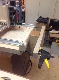 CNC14 Vise. Mit ein paar kleinen Änderungen haben wir den Arbeitsraum vergrößert. Wir bearbeiten Werkstücke jetzt auch hochkant.