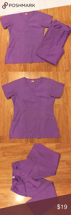 Dickies scrubs set Top size xs, pants size xsp. Still in very good condition. Very cute lavender color Other