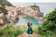 Imagina un arcoíris de casas de colores sobre escarpados acantilados. Cinco pueblos que parecen sacados de una postal. ¡Bienvenidos a Cinque Terre!.