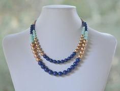 Doble declaración collar de lapislázuli azul, oro y menta. Grueso brillante azul menta y oro Color atrevido bloque declaración collar.