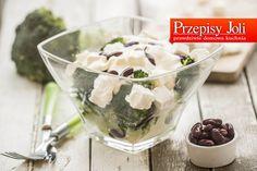 SAŁATKA BROKUŁOWA Z SEREM FETA I FASOLKĄ Składniki: 1 brokuł Fasolka czerwona z puszki 1 opakowanie sera feta (ok. 200 g) Sos: 5 łyżek jogurtu naturalnego (170 g) 2 łyżki majonezu 1 płaska łyżeczka cukru 2 szczypty soli 2 szczypty pieprzu 3 – 4 duże ząbki czosnku (najlepiej polskiego) Wykonanie: Brokuła opłukałam, pocięłam na … Salads, Pudding, Feta, Desserts, Tailgate Desserts, Deserts, Custard Pudding, Puddings, Postres