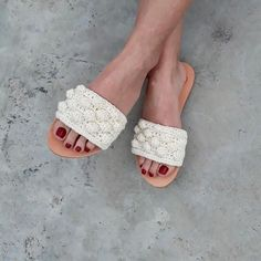 Discover recipes, home ideas, style inspiration and other ideas to try. Bling Sandals, Pom Pom Sandals, Shoes Flats Sandals, Cute Sandals, Leather Sandals, Beach Wedding Sandals, Bridal Sandals, Crochet Shoes Pattern, Shoe Pattern