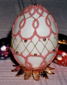 3D Easter design. This might be cool as a Christmas ornament too.