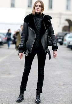 New black faux leather shearling warm women aviator coat winter pilot jacket fall winter ladies cozy casual outfit for work office black pants black shearling Look Casual Chic, Milan Fashion Week Street Style, Look Street Style, Mode Ootd, Aviators Women, Mode Plus, Outfit Trends, All Black Outfit, All Black Style