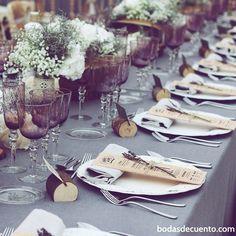 Deco de mesa de #andreayjuansecasan // Foto de @lechefcatering // www.bodasdecuento.com