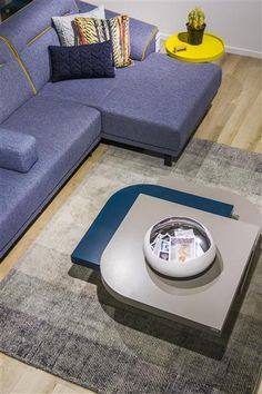 Carpet Bela in antracite with the coffee table of Lurano and sofa Italo from @xooon
