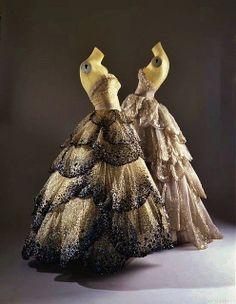 Vintage Dior Dress - designed by Christian Dior in Beautiful. Vintage Dior, Look Vintage, Vintage Fashion, Fifties Fashion, Vintage Bohemian, Dior Dress, Dress Up, Christian Dior, Dior Haute Couture