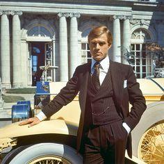 Gatsby le Magnifique : cheveux gominés, le comédien est inoubliable en dandy des années folles. Adapté du chef-d'œuvre de l'écrivain F. Scott Fitzgerald. – Rue des Archives