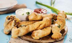 Enkel tacosticks med fyll | Tacopizza | EXTRA Second Breakfast, Recipe Boards, Fajitas, Bread Baking, Fritters, Finger Foods, Baked Goods, Tacos, Food Porn