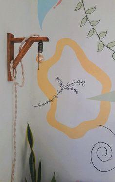 Parede com pintura orgânica e luminária industrial Rustic Home Offices, Art Studio At Home, Organic Art, Painting Studio, Mural Wall Art, Boho Diy, Floral Wall, Room Paint, Paint Designs