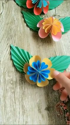 Handmade Origami Butterfly Process Video Tutorial - My best diy and crafts list Paper Flowers Craft, Paper Crafts Origami, Paper Crafts For Kids, Diy Arts And Crafts, Flower Crafts, Diy Flowers, Paper Crafting, Oragami, Flower Diy
