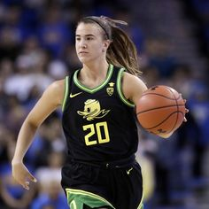 Oregon star Sabrina Ionescu made history Monday against Stanford when she collected her ninth rebound of the game late in the third quarter. She became the first player in Division I to have at least points, rebounds and assists. Basketball Memes, Basketball Goals, Love And Basketball, College Basketball, Basketball Players, Kentucky Basketball, Kentucky Wildcats, Cycling Tips, Road Cycling