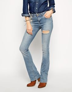 Women who wear skinny jeans are 'more confident' than those in boyfriend style | Daily Mail Online