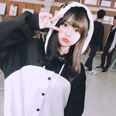 Image in ulzzang collection by aadgj on We Heart It Korean Girl Photo, Cute Korean Girl, Cute Asian Girls, Cute Girls, Chica Cool, Ulzzang Korean Girl, Uzzlang Girl, Ulzzang Fashion, Poses