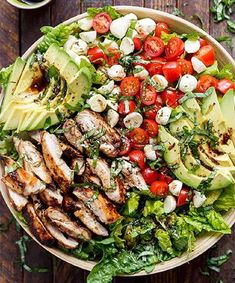Balsamic chicken avocado caprese salad is a quick and easy meal in a salad! Seared chicken, fresh mozzarella and tomato halves, creamy avocado slices and shredded basil leaves are drizzled with an … Balsamic Grilled Chicken, Caprese Chicken, Salad Chicken, Avocado Chicken, Avocado Pasta, Best Salad Recipes, Healthy Recipes, Detox Recipes, Ketogenic Recipes