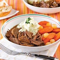 Rôti de boeuf à la bière à la mijoteuse - Recettes - Cuisine et nutrition - Pratico Pratique Canadian Cuisine, Crockpot Recipes, Cooking Recipes, Cuisine Diverse, Meat Lovers, Other Recipes, Pot Roast, Slow Cooker, Food And Drink