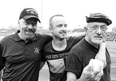 Yeah Breaking Bad, Walther White, Jessie Pinkmann and Mike. The happy three, great tv The Best Series Ever, Best Tv Shows, Favorite Tv Shows, Better Call Saul, Breaking Bad Series, Braking Bad, Jesse Pinkman, Walter White, Heisenberg