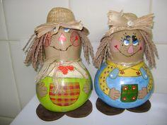 Artesanato brasileiro. Bonecos feitos de cabaças.