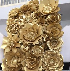 This is listing for giant paper flower wall display 4ft x 3ft filled with quality gold metallic paper handcrafted by me ranging from 5-18 inches. Each flower is unique and has an intricately crafted floral center. This luxe, gorgeous assortment of flowers is perfect for any special occasion: bridal shower back drop, engagement party, wedding backdrop, baby shower nursery wall decor, photo booth backdrop, any event that you want to wow the crowd. This listing is for gold paper flowers but you…