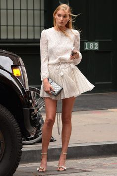 cream blouse dress | Elsa Hosk ángel Victoria´s Secret tiene perfecto look de verano