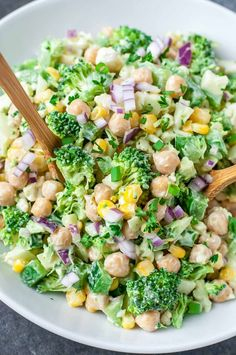 Featuring a tasty medley of broccoli, cauliflower, corn, and chickpeas, this chopped cauliflower broccoli salad with creamy avocado dressing is ready to rock your portable lunch game. Salad Recipes Video, Salad Recipes For Dinner, Vegetarian Recipes, Cooking Recipes, Healthy Recipes, Avocado Recipes, Avocado Salads, Spinach Salads, Taco Salads