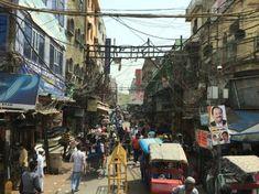 آشفتگی در مناظر شهرهای هند که مردم غیر بومی را مشوش می سازد، برای مردم این کشور عنصری پذیرفته شده و شاید بتوان گفت غیرمخرب در سلامت روانی آنها است. Urban Landscape, Street View, City, Cities