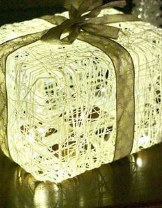 cool Gastronomic specialties: light in the package Church Christmas Decorations, Christmas Crafts, Merry Christmas, Diy Presents, Diy Gifts, Diy And Crafts, Arts And Crafts, Paper Light, Holidays And Events