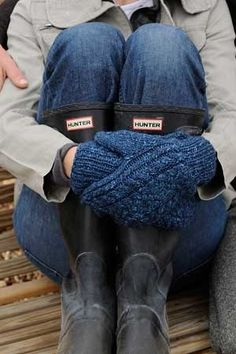Interweave Knits Weekend Kilronan Knitted Mittens by Kate Gagnon Osborn Knitting Daily, Knitting Blogs, Hand Knitting, Pull Bleu Marine, Knit Mittens, Blue Mittens, Knitting Accessories, Midnight Blue, Hunter Boots