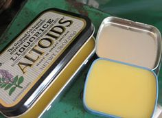 re-using metal Altoid tins! How perfect is that. DIY Honey Cuticle Cream ounces beeswax 3 ounces apricot kernel oil 1 tablespoon honey Melt the wax and oil in the microwave, stir in the honey, and pour into tins or other containers. Diy Beauté, Diy Crafts, Diy Spa, Easy Diy, Beauty Hacks For Teens, Do It Yourself Inspiration, Little Presents, Tinted Lip Balm, It Goes On