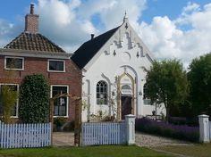 Bed & Breakfast in Zeerijp, Nederland. Verblijven in de orgelkamer  van een klein kerkje dicht bij de stad Groningen met zijn musea, winkel, cultuur, mooie architectuur en de vele bars! Voor de meer vredige en stille wensen kun je fietsen, wandelen of kanoën direct buiten de deur!   Ho...