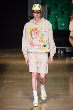 The complete MSGM Spring 2020 Menswear fashion show now on Vogue Runway. Men Fashion Show, Mens Fashion Blog, Fashion Week, Fashion 2020, Runway Fashion, Men's Fashion, High Fashion, Fashion Trends, Fashion Menswear