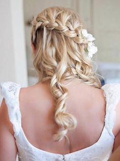 Waterfall braid for romantic bridal hair. Waterfall braid for romantic bridal hair. Popular Hairstyles, Pretty Hairstyles, Braided Hairstyles, Hairstyle Ideas, Style Hairstyle, Braided Updo, Braided Waves, Curly Hairstyle, Perfect Hairstyle