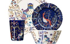I love these plates. I have only a few pieces, but want the complete set! You wanna get me a gift? Get me one of these plates. Or the serving bowl! I love the serving bowl.