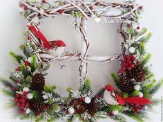 Татьяна Максимова Christmas Projects, Christmas Time, Christmas Wreaths, Christmas Decorations, Holiday Decor, Old Window Frames, Acorn Crafts, Stick Art, Frame Wreath