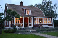 Scandinavian Cottage, Swedish Cottage, Red Cottage, Cottage Farmhouse, Dream Home Design, House Design, Sweden House, Gambrel Roof, Villa