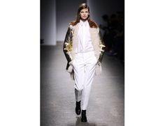 #mfw #milanofashionweek #milanomodadonna N*21 di Alessandro Dell'Acqua www.moda-madeinitaly.com Milano Fashion Week, Duster Coat, Jackets, Down Jackets, Jacket