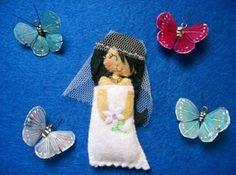Muac!: Broches para bodas y muñequita de comunion