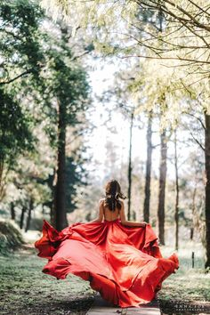 Red dress evening gown run in the forest engagement photo Red dress evenin Engagement Photo Dress, Forest Engagement Photos, Engagement Dresses, Gown Photos, Prom Photos, Forest Photography, Girl Photography Poses, Pre Debut Photoshoot, Big Dresses