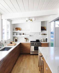 Home Decor Kitchen, New Kitchen, Home Kitchens, Kitchen Dining, Kitchen Flooring, Kitchen With Wood Cabinets, Two Toned Kitchen, U Shape Kitchen, Modern Kitchen Backsplash