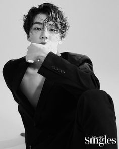 Actor Yoon Shi Yoon posed for 'SINGLES' magazine. The actor looked neatly and well-dressed with his chiseled hair, collared shirt, and blazers. He effortlessly appeals to the viewers with his gaze and poses. Jung Hyun, Kim Jung, Asian Actors, Korean Actors, Yoon Shi Yoon, Ahn Hyo Seop, W Two Worlds, Joo Hyuk, Kdrama Actors