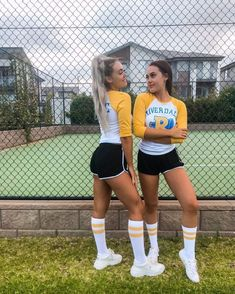Halloween Outfits, Easy College Halloween Costumes, Riverdale Halloween Costumes, Best Group Halloween Costumes, Happy Halloween, Halloween Ideas, Cute Best Friend Costumes, Bratz Halloween Costume, College Costumes