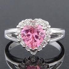 this is the ring tuxedo mask uses to propose to sailor moon!!!