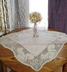 Great! Cabin Adirondack Vintage 30s Crochet Lace Linen Squirrels Tablecloth - Vintageblessings