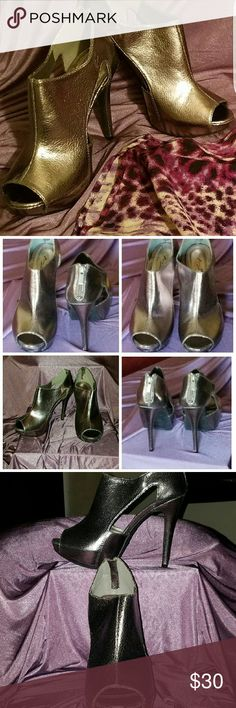 """💥JUST REDUCED💥ANNE MICHELLE Pewter Heels! Lovely Pewter NWOT Heels!  BRAND NEW,  never worn!  Can be worn as a dressy heel or as a casual bootie.  5"""" heel with a 1"""" front inside platform, Back zip closure along with """"no-slide"""" bottoms. VERY COMFORTABLE! Anne Michelle Shoes Heels"""