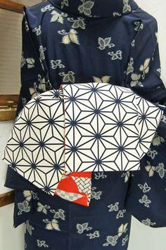 白と紺の大胆な麻の葉パターンと富士山のモチーフがリバーシブルになった、姉妹屋オリジナル半幅帯です。