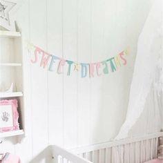 Guirlande Lettres à Personnaliser Pastel A Little Lovely Company chez Rose & Milk